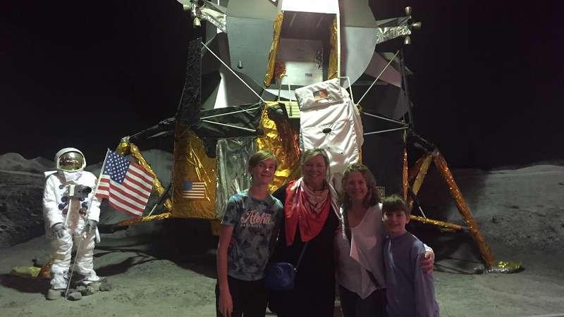 SO lid zet eerste stap op de maan